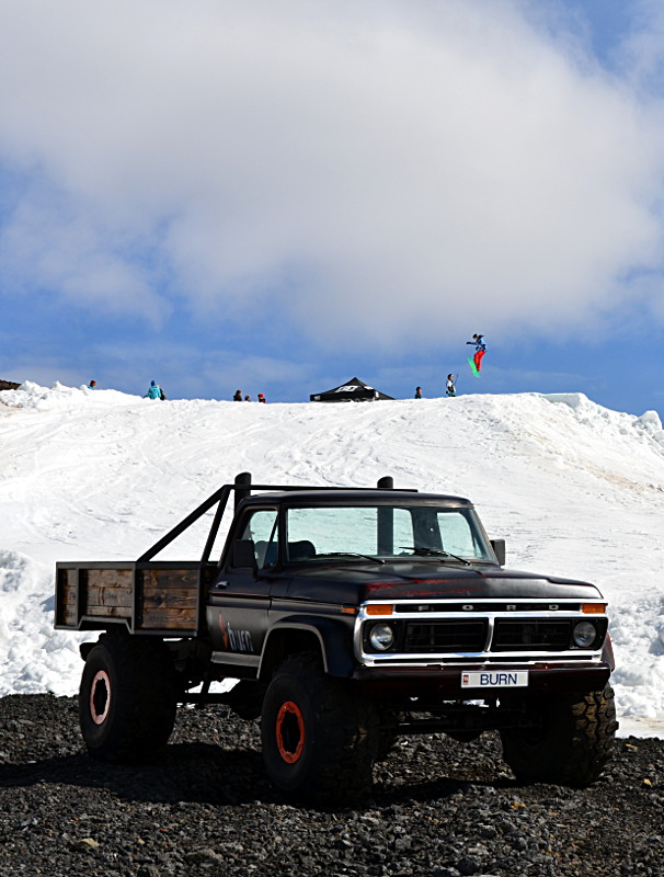 Bláfjöll skiboard slope with jeep