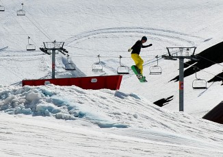 Skiboarder practicing in Bláfjöll