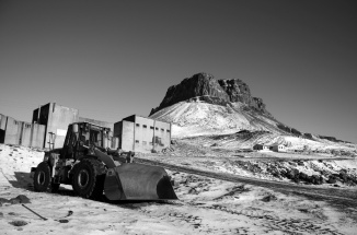 Earthmover with the mountain Þyrill and rhyolite factory in the background - black-and-white